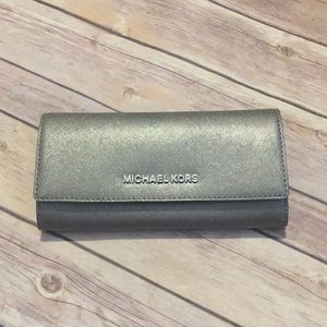 Michael Kors silver wallet used once!!!